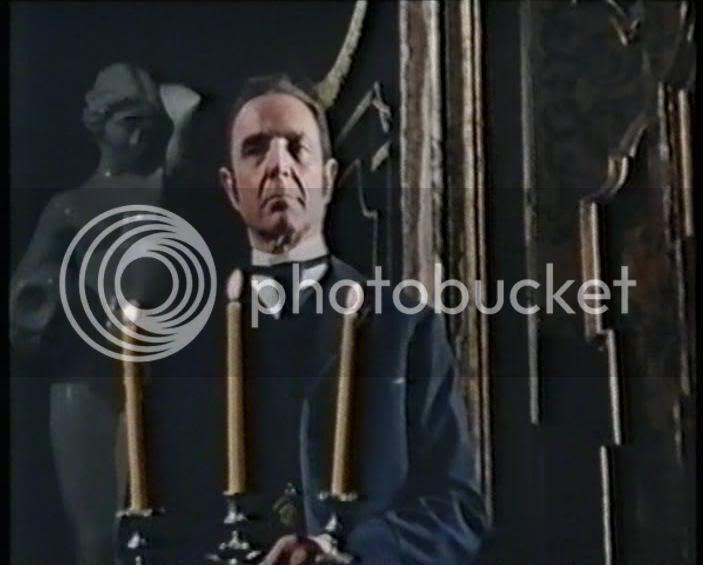 Robert Flemyng as Hichcock