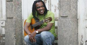 Compositor de musicas de sucesso Mombaça apresenta seus projetos