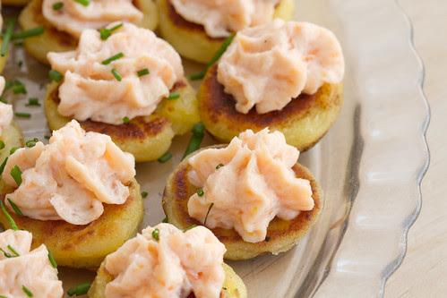 Kartulipannkoogid ja suitsulõhekreem / Tattie scones with smoked salmon spread