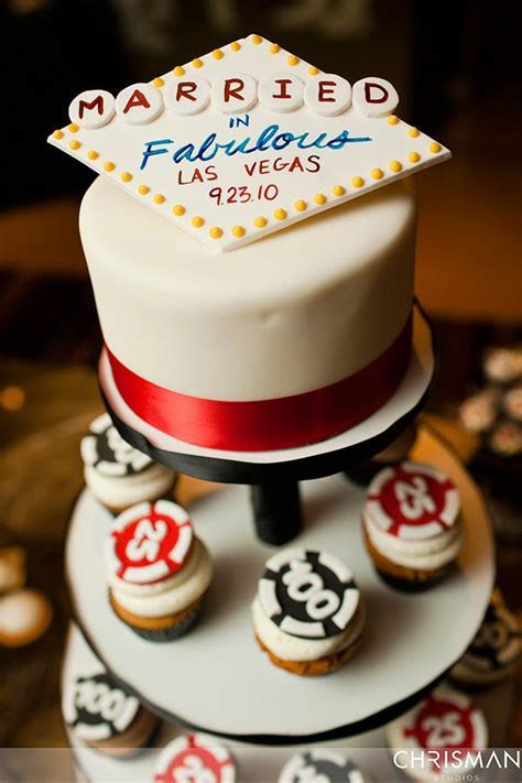 Las Vegas wedding cake. Las Vegas wedding at The Palms, by