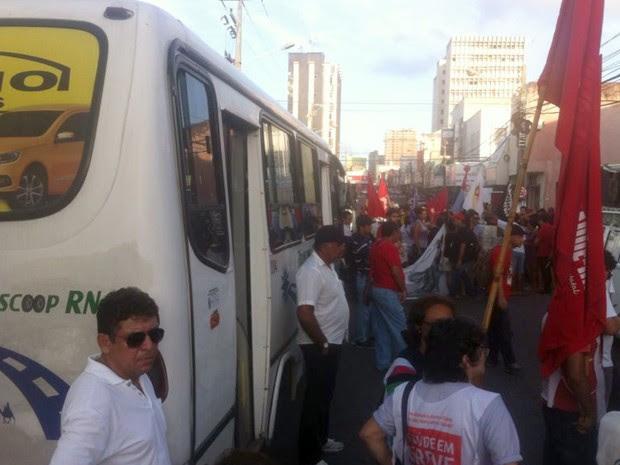 Alternativos contaram com apoio de movimentos sociais em manifestação no RN (Foto: Flávio Muniz/Inter TV Cabugi)