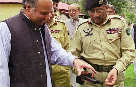 http://newsimg.bbc.co.uk/media/images/44934000/jpg/_44934225_nawaz_sharif_musharraf_tv.jpg
