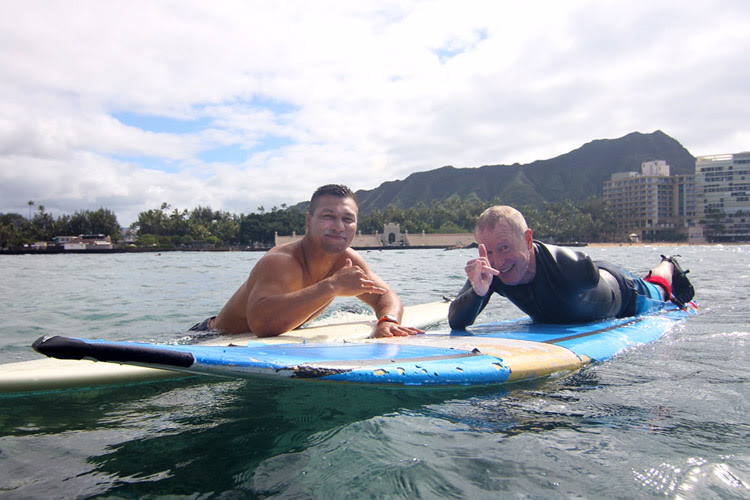 Lowen Tynanes and Steve Brown: one arm is all you need to have fun in the surf