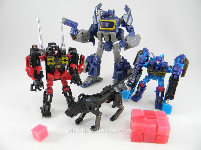 Transformers Frenzy & Rumble United Scout - modo robot vs Soundwave vs Ravage