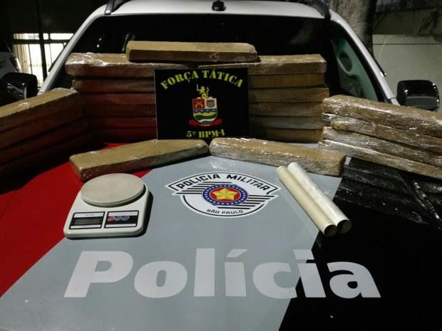 Drogas foram apreendidas em casa no bairro Santa Inês (Foto: Divulgação/Força Tática)