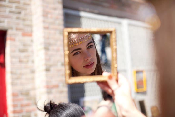 17 Of Brooklyn Flea's Most Stylish Thrifters #refinery29  http://www.refinery29.com/street-style-brooklyn-flea#slide14  It's kind of like a #selfie, no?