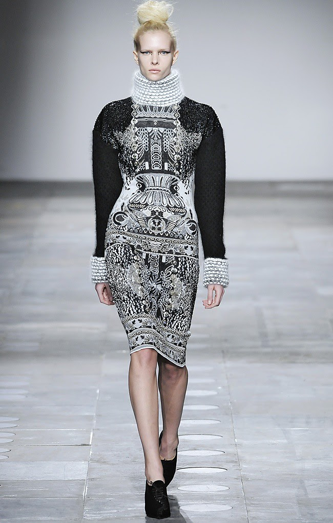 1 Mary_Katrantzou_AW12_Catwalk_Look_29_Photographer_First_View