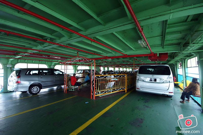 PENANG-FERRY-ISLAND-cars