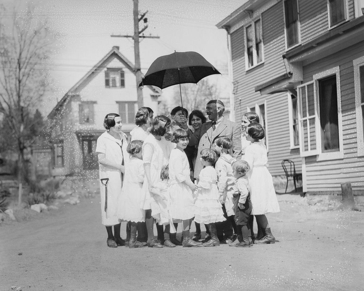 Como uma família com 13 filhos era empilhada em um carro em 1925 12