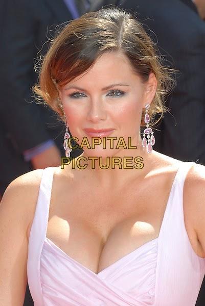 Kathleen Robertson Hot Hot Photos/Pics   #1 (18+) Galleries