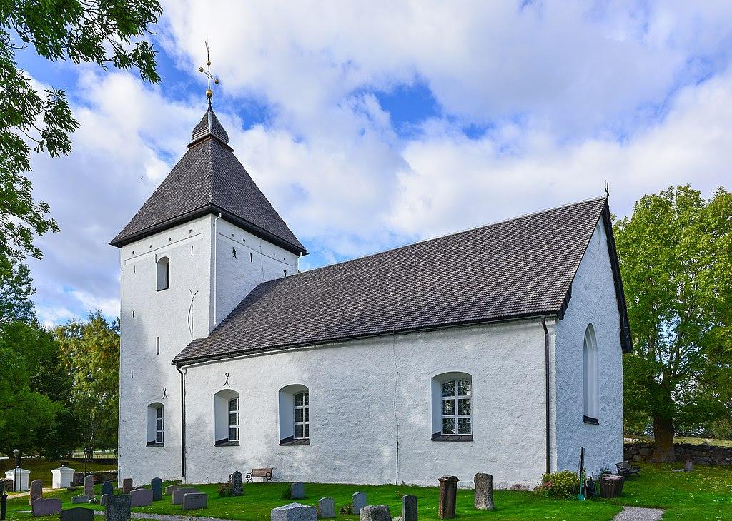 Adelsö kyrka September 2013 02.jpg