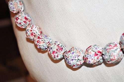 101 regali handmade, tutorial, guida al regalo fai da te collana  di stoffa tubolare ale jessi