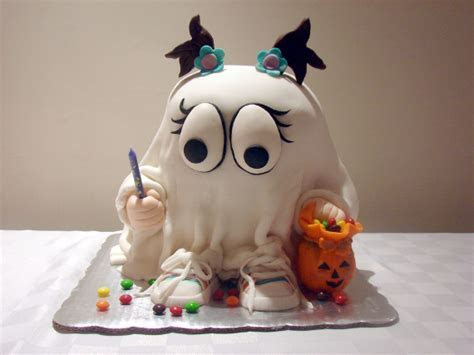 37 Cute & Non scary Halloween Cake Decorations   family