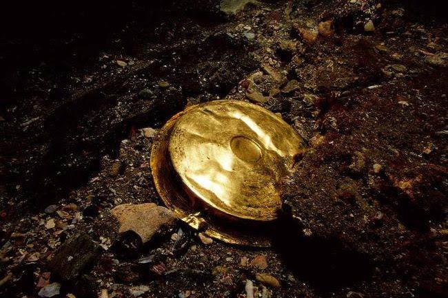 gold vessel shallow dish