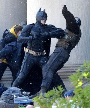 Batman (Christian Bale) confronts Bane (Tom Hardy) on the set of THE DARK KNIGHT RISES.