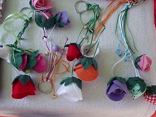 Chaveiros flores by Vera Arte em Giz