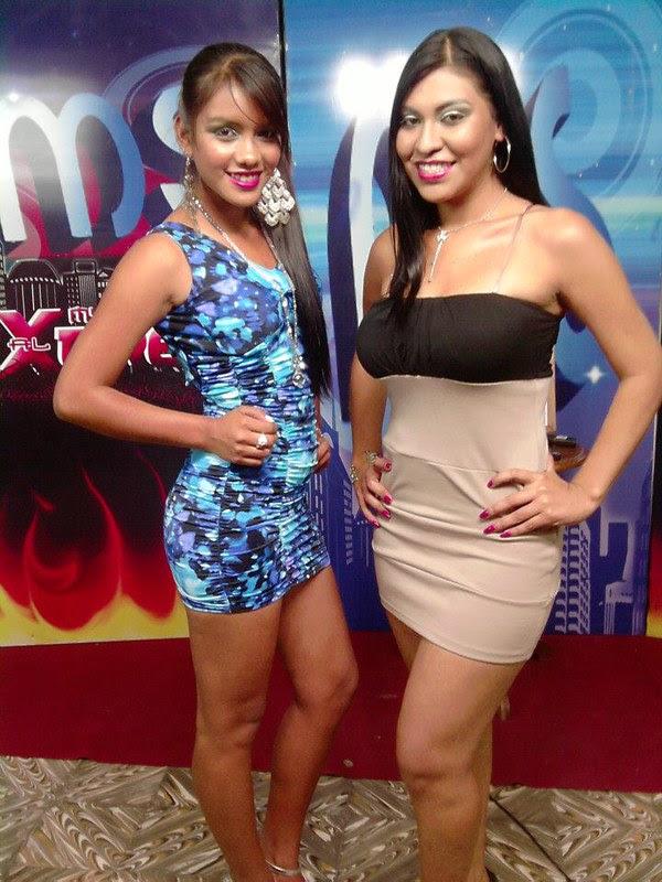 Angela Paz Espinoza (izquierda) junto con una amiga