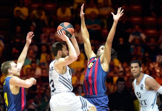 Real Madrid x Barcelona Basquete (Foto: AFP)