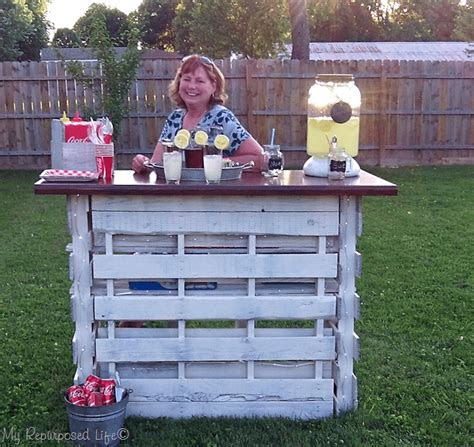 portable folding diy pallet bar great  weddings