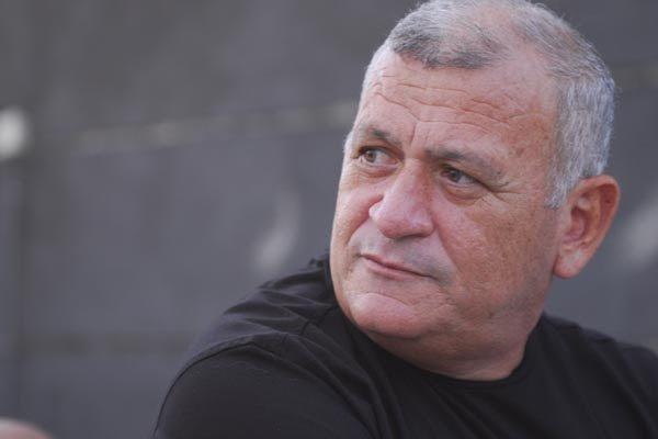 Segundo Flávio Anselmo, a diretoria do Alvinegro já conversa com jogadores, mas espera técnico