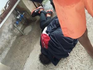 Suspeito de tentar furtar carro foi imobilizado por PM em Porto Alegre (Foto: Reprodução/RBS TV)