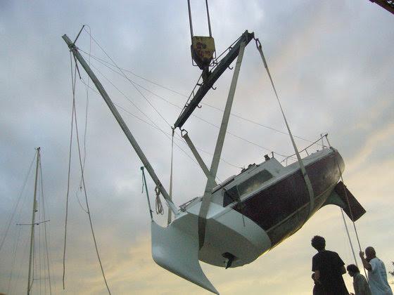 Perierga.gr - Σκάφος που μοιάζει να βυθίζεται