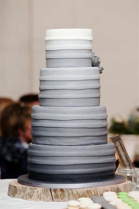 25 Remarkable Wedding Cakes   MODwedding