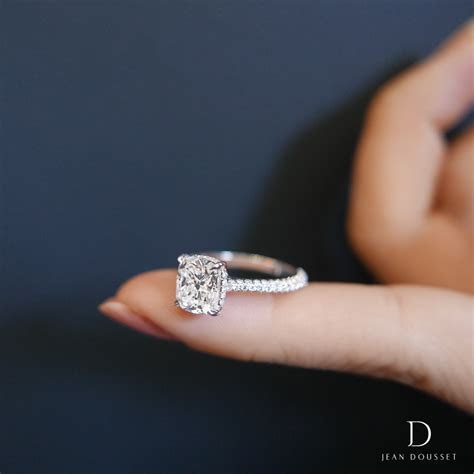 CHELSEA, an engagement ring with cushion cut diamond
