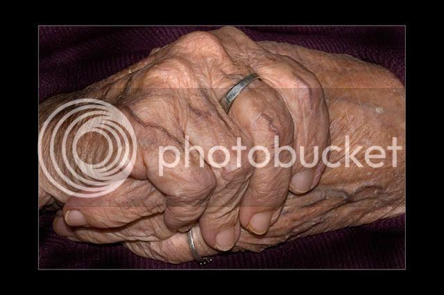 manos de edad