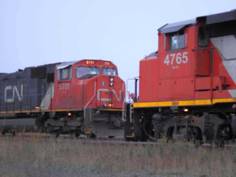 CN 4765 and CN 5701 meet in Winnipeg