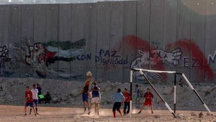Giocare a calcio in Palestina, oggi..Epa