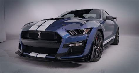 ford mustang shelby gt blitzes detroit auto show