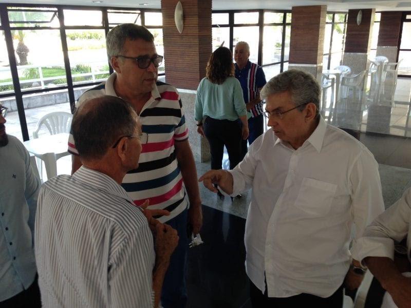 Senador Garibaldi recebe comissão de pescadores para discutir licenças da pesca
