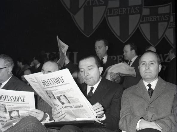 Giulio Andreotti e Oscar Luigi Scalfaro al settimo congresso Dc  nel 1962 (Ansa)