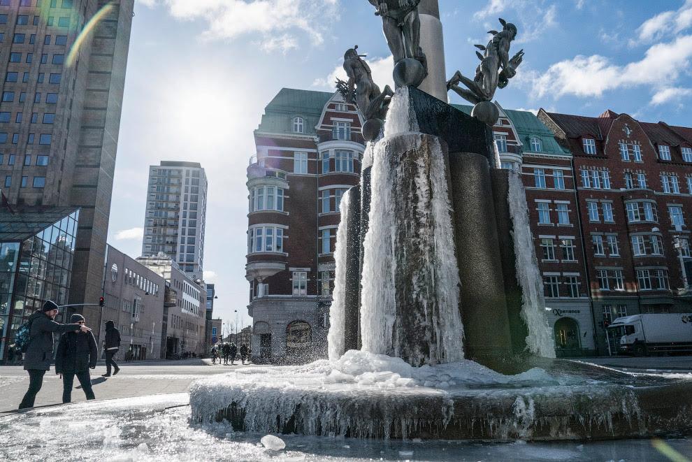 Даже фонтан замерз, Мальмо, Швеция