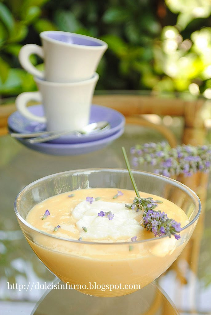 Iles Flottantes su Crema alla Lavanda-Floating Islands with Lavender Pastry Cream