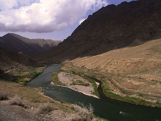 The border river Araxes/Aras between Irán and Azerbaijan