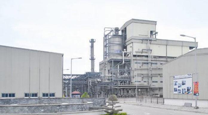 Nhà máy Xơ-Sợi polyester Ðình Vũ ở Hải Phòng của PVN đã ngốn 7,.000 tỉ và nếu không đóng cửa thì thiệt hại sẽ tăng thêm nhiều ngàn tỉ nữa. (Hình: TBKTSG)