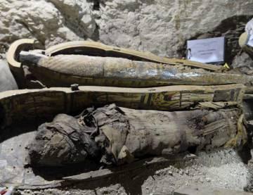 Una de las diez momias encontradas en Luxor.