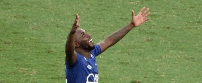 Gol de Manoel no fim do jogo afasta chances do Santos de título (Foto: Maurício Paulucci)
