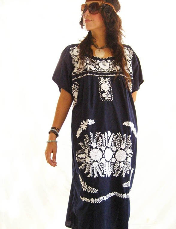 Mexican Embroidered Dress Tunic hippie blue peace Stunning embroidery up to L