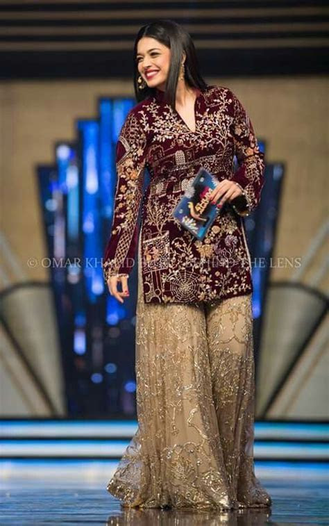 sanam jung at hum awards   fashion inspiration   Dresses