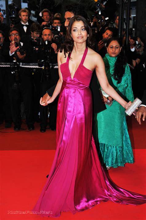 aishwarya rai deep cleavage show  cannes film festival