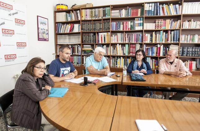 Presentación de la charla informativa sobre la querella argentina contra los crímenes del Franquismo, en la sede de CCOO. Antonio Bartolomé