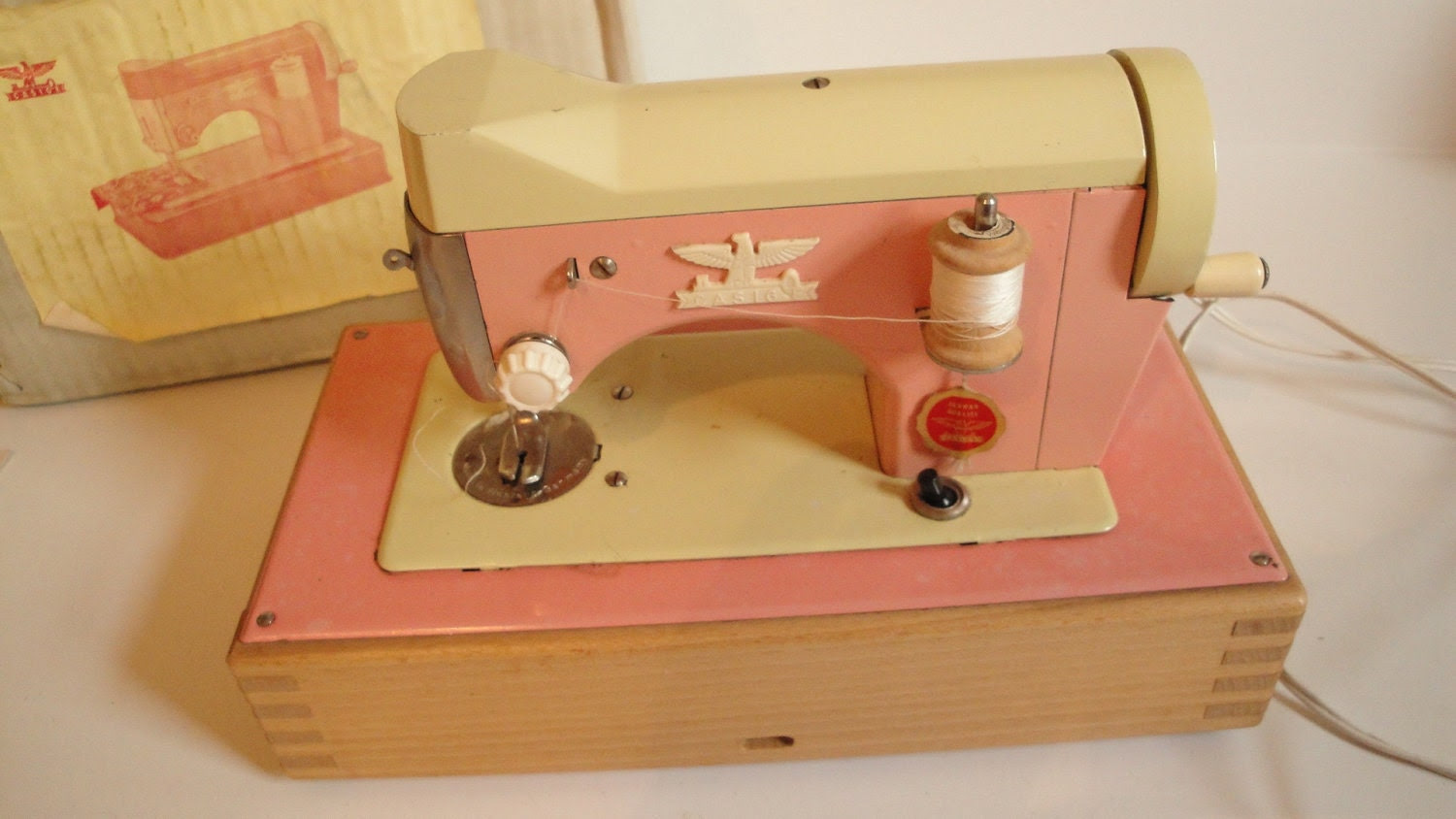 Vintage CASIGE Toy Sewing Machine Pink Works
