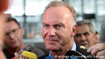 Karl-Heinz Rummenigge beim Interview (Foto: picture-alliance/dpa/A. Gebert)
