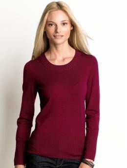 Women: Merino wool scoopneck sweater - Berry