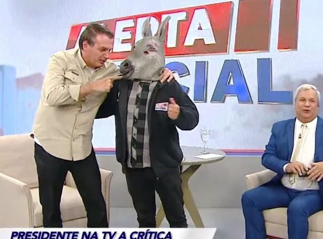 Em programa de TV, Bolsonaro faz piada homofóbica e sobre asiáticos; veja video