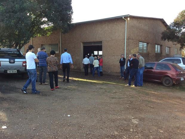 Corpo de padre assassinado é velado em cidade do interior do RS (Foto: Eder Callegari/RBS TV)