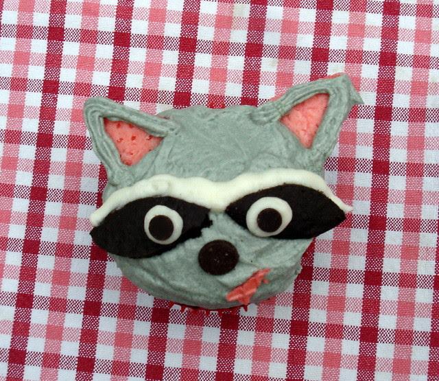 raccoon cupcake